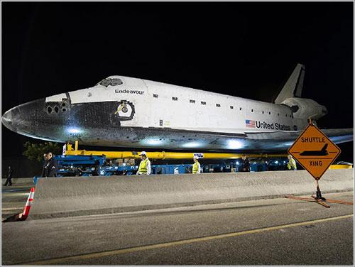 Transbordador cruzando - NASA/Bill Ingalls