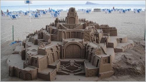 Resultado de imagen de esculturas arena playas benidorm