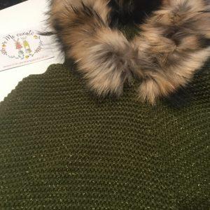 poncho verde olivacon hilo de lurex de bella bimba