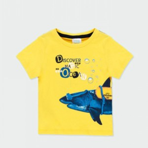 camiseta amarilla con tiburon