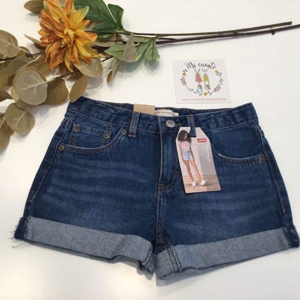 pantalon corto levis con doblez