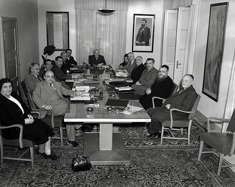 Moshe Sharett seen seated to the left of first Israeli Prime Minister David Ben-Gurion with the first Israeli government in 1949 (Wikicommons)