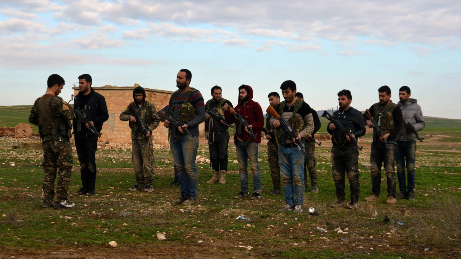A group of young men receives basic self-defence training (MEE/Rojava Information Center)
