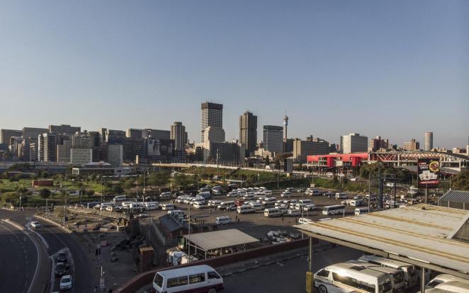 Burada resmedilen Johannesburg, Afrika odaklı şirketler için bir varış noktası olarak Dubai'nin çok gerisinde. 7 Mayıs 2020 (Marco Longari / AFP)