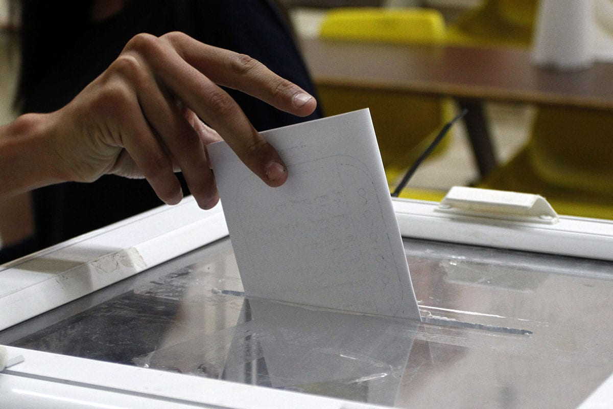 Image of Palestinians casting their vote during election season [apaimages]