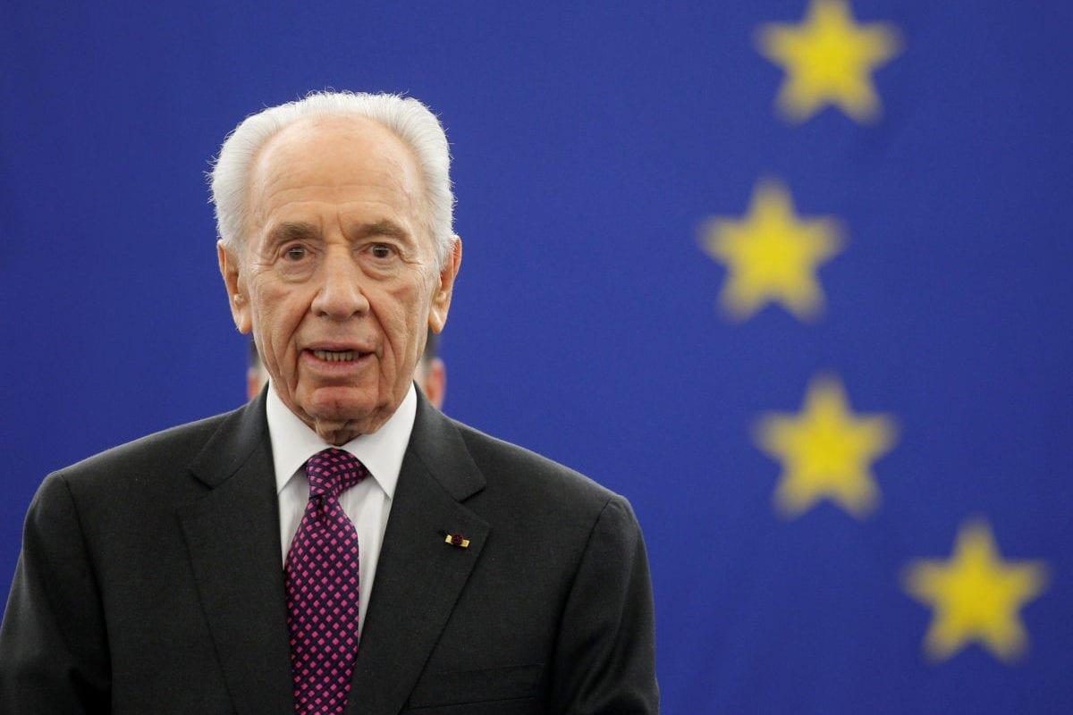 Former Israeli President Shimon Peres addresses the European Parliament in Strasbourg, on 12 March 2013. [REUTERS/Jean-Marc Loos/Files]