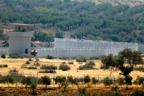 A wall along the border between Turkey and Syria is pictured near the southeastern town of Deliosman in Kilis province, Turkey, August 29, 2016 [Umit Bektas / Reuters]