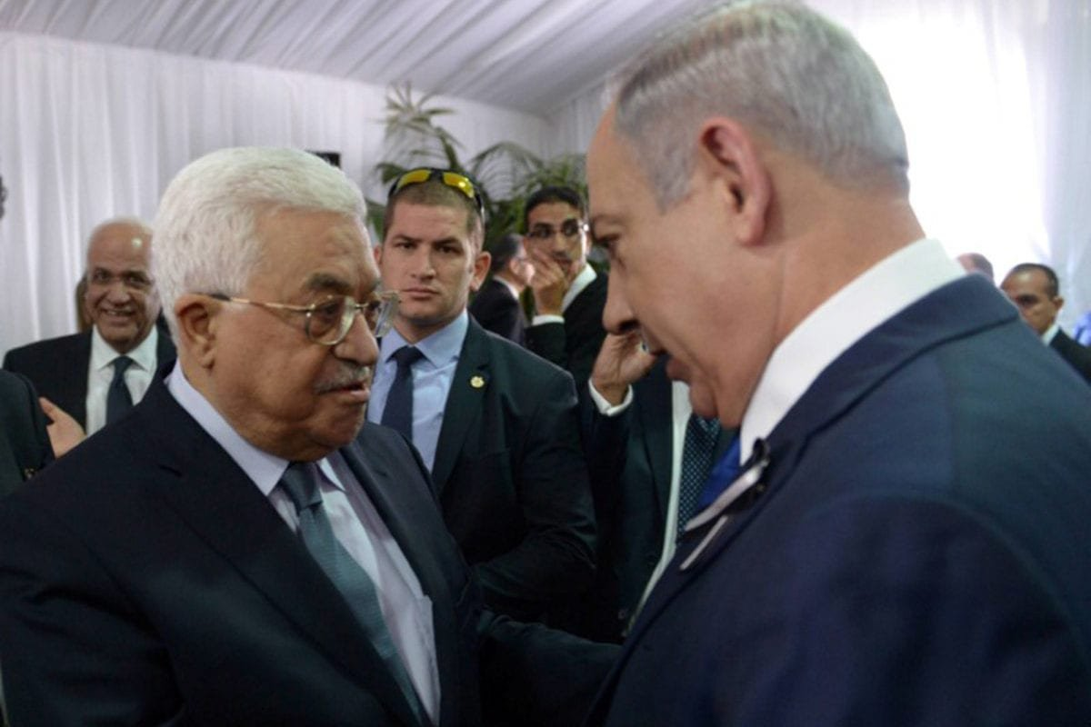 Israeli Prime Minister Benjamin Netanyahu shakes hands with Palestinian President Mahmoud Abbas (L) during the funeral of former Israeli President Shimon Peres in Jerusalem on 30 September, 2016 [Amos Ben Gershom/Reuters]