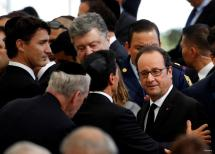 French President Francois Hollande (R) and Canada's Prime Minister Justin Trudeau (L) are seen upon their arrival to attend the funeral of former Israeli President Shimon Peres at Mount Herzl cemetery in Jerusalem September 30, 2016. REUTERS/Baz Ratner