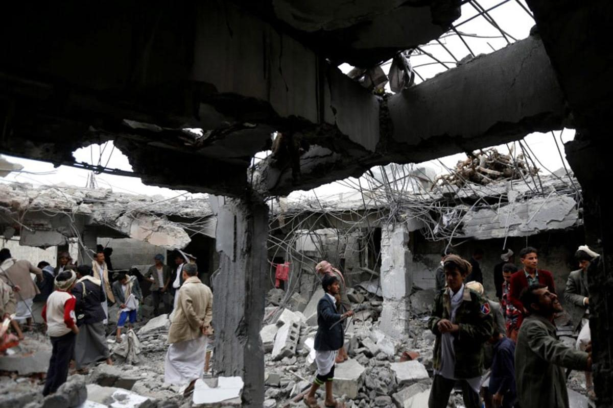 People walk among the rubble of a school hit by Saudi-led air strikes in the northwestern city of Amran, Yemen September 8, 2016. Photo: Reuters/Khaled Abdullah