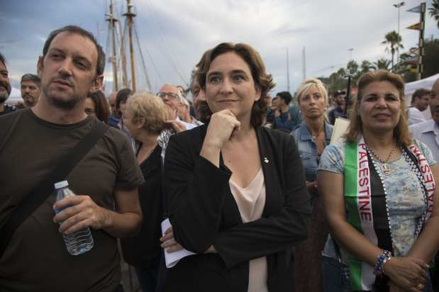 """BARCELONA, SPAIN - SEPTEMBER 14: The mayor of Barcelona, Ada Colau shows her support for two sailing boats, Amal-Hope and Zaytouna-Oliva, with only female activists on board, before it sets off for the Gaza Strip from the port of Barcelona under the banner """"The Women's Boat to Gaza"""" to break the Israeli blockade on Gaza on September 14, 2016 in Barcelona, Spain. ( Albert Llop - Anadolu Agency )"""