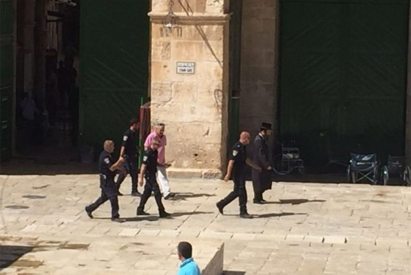 Israeli settlers and American Jews stormed Al-Aqsa Mosque this morning