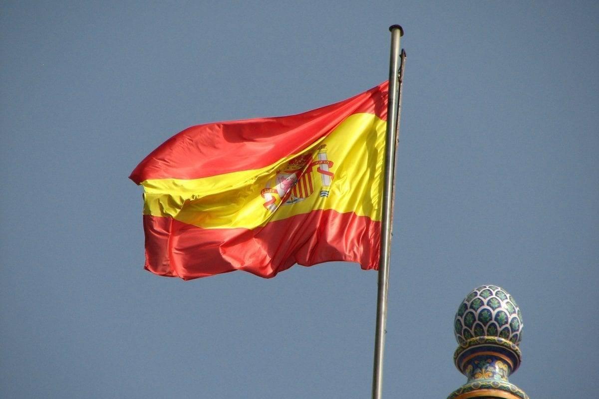 Spanish Flag [Flickr: fdecomite]