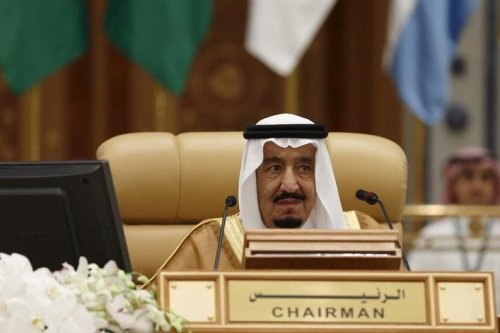 Saudi King Salman bin Abdulaziz attends the final session of the South American-Arab Countries summit, in Riyadh 11 November 2015. [REUTERS/Faisal Al Nasser]
