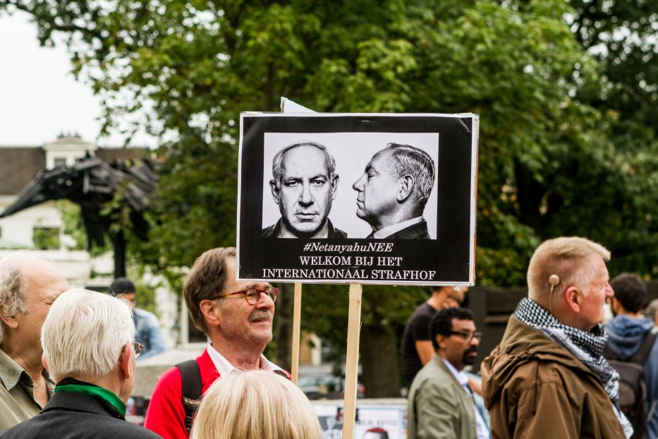 Protesters, supporting Palestinians, stage a demonstration against Israeli Prime Minister Benjamin Netanyahu prior his visit in The Hague, Netherlands on 6 September 2016. [Paco Núñez - Anadolu Agency]