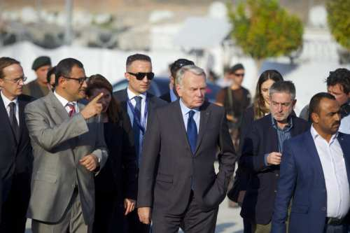 French Foreign Affairs Minister Jean-Marc Ayrault (C) visits Syrian refugees during his trip to Gaziantep in Turkey on October 23, 2016 [Kerem Kocalar/Anadolu Agency]