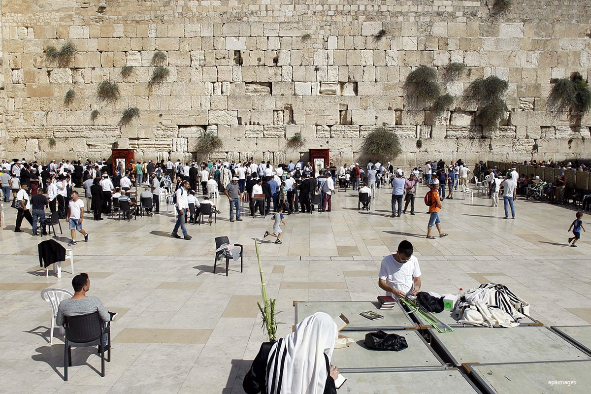 Israeli Jews visit the Western Wall to pray in Jerusalem on October 19, 2016. apaimages