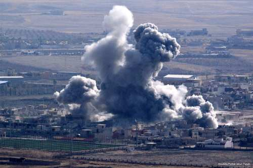 Smoke rises in Mosul from airstrike belonging to the coalition on October 19, 2016 [Anadolu/Ferhat Jahan Panah]