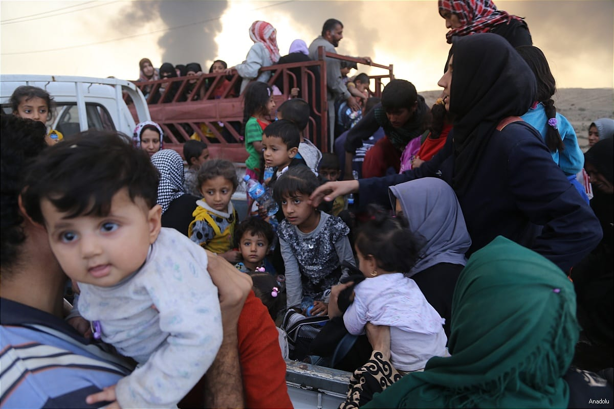 Internally displaced civilians are seen after escaping from Daesh controlled areas of Mosul on October 18 2016 [Anadolu]