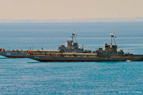Two Egyptian navy amphibious landing craft make their way to shore [Kristopher Wilson U.S Navy/Wikipedia]