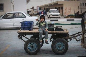 Palestinian children work under difficult conditions due to Israeli embargo over Gaza during the World children's day, on 20 November, 2016 in Gaza City, Gaza. [Ali Jadallah - Anadolu Agency]