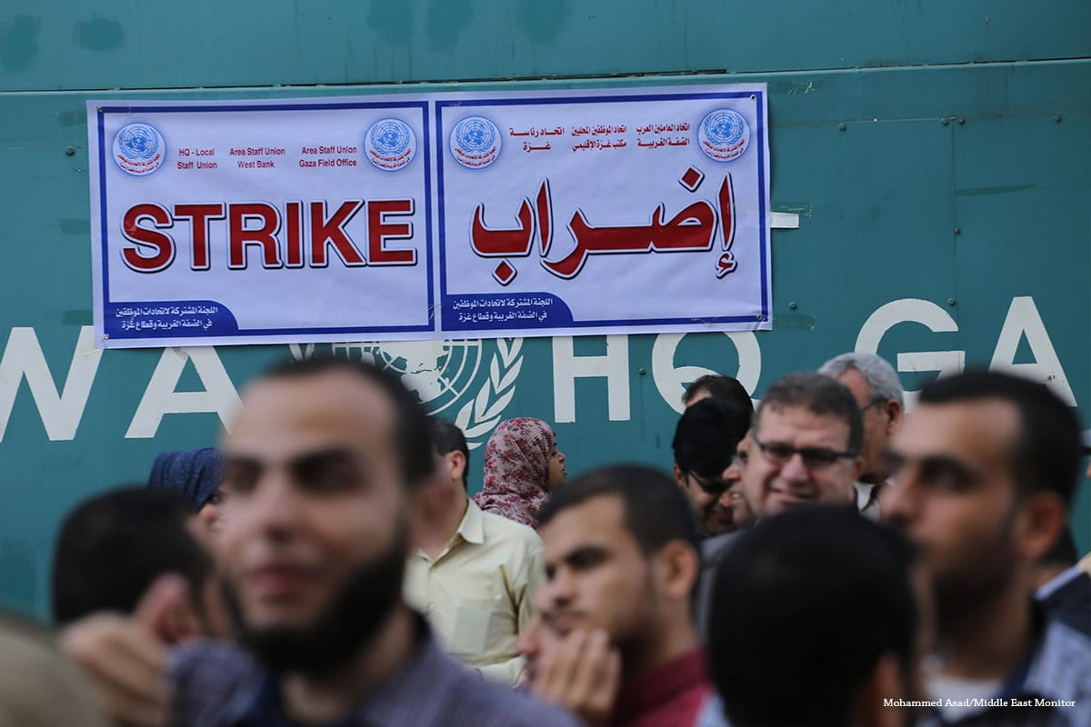UNRWA staff in the Gaza Strip strike in protest against the organisation's neglect of its employees and their rights on 14 November 2016 [Mohammed Asad/Middle East Monitor]