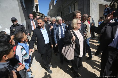 UN Ambassadors meet with the Palestinian people [Mohammed Asad/Middle East Monitor]