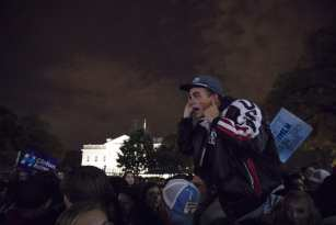 WASHINGTON, USA: A Trump supporter taunts Clinton supporters in a crowd that has gathered in front of the White House as the results of the 2016 Presidential Election became clear in Washington, USA on 9 November 2016. [Samuel Corum/Anadolu Agency]