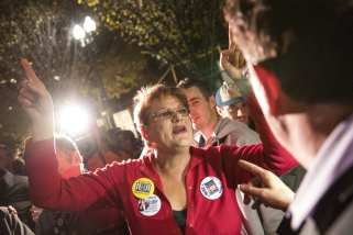 WASHINGTON, USA: Debra Dangelo, a Donald Trump supporter, argues with Clinton supporters in a large crowd that gathered in front of the White House as the 2016 Presidential Elections started to be called for Donald Trump in Washington, USA on 9 November 2016. [Samuel Corum/Anadolu Agency]