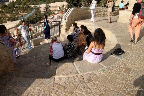 Image of tourists in Israel [Peter van der Sluijs/Wikipedia]