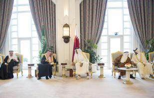 DOHA, QATAR - DECEMBER 5: King of Saudi Arabia Salman bin Abdulaziz (2nd L) meets Emir of Qatar Sheikh Tamim bin Hamad Al Thani (3rd R) at Royal Palace in Doha, Qatar on December 5, 2016. ( Bandar Algaloud/ Saudi Kingdom/ Handout - Anadolu Agency )
