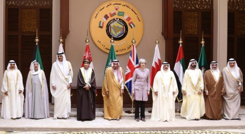 King of Bahrain, Hamad bin Isa Al Khalifa (4th R), Vice president and prime minister of the United Arab Emirates (UAE) and Emir of Dubai, Mohammed bin Rashid Al Maktoum (3rd R), Deputy Prime Minister of the Sultanate of Oman, Sayyid Fahd bin Mahmoud al Said (4th L), British Prime Minister Theresa May (5th R), Emir of Kuwait, Sheikh Sabah IV Ahmad Al-Jaber Al-Sabah (2nd L), Emir of Qatar, Sheikh Tamim bin Hamad Al Thani (3rd L), Secretary general of the Gulf Cooperation Council (GCC), Abdullatif bin Rashid Al Zayani (R), King of Saudi Arabia, Salman bin Abdulaziz Al Saud (5th L) and Crown Prince of Bahrain Salman Bin Al Hamad Al Khalifa (2nd R) pose for a photo during the closing session of the 37th Leaders Summit by Gulf Cooperation Council member states at Al-Sakhir Palace in Manama, Bahrain on December 07, 2016. [ Stringer - Anadolu Agency ]