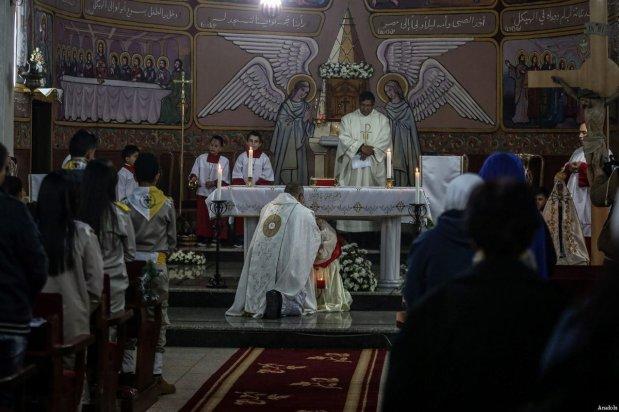 Palestinian Christians attend a Christmas Eve mass at the Der Latin church in Gaza City, Gaza on December 24, 2016 [Ali Jadallah / Anadolu Agency]