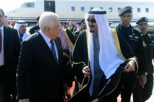 Saudi King Salman Bin Abdulaziz receives Palestinian President Mahmoud Abbas in Riyadh, on 23 February 2015. [Thaer Ganaim/APA Images]