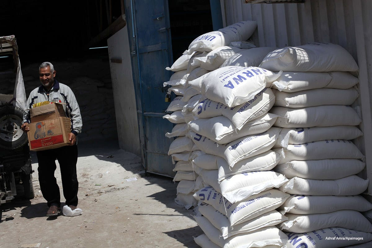Image of Palestinians receiving aid from the UN in Gaza City on April 25 2013 [Ashraf Amra/Apaimages]