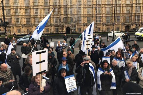 Image of Israel supporters rally in London against UN resolution [ Zionist Federation/Facebook]