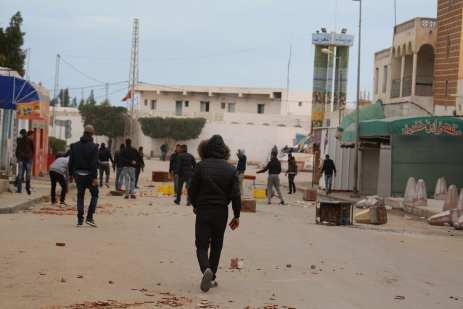 MEDENINE, TUNISIA - JANUARY 11: Police intervene protesters demanding social rights to citizens and resolution of the crisis at Ras Jadir border crossing btween Libya and Tunisia, in Ben Gardane town of Medenine, Tunisia on January 11, 2017. ( Tasnim Nasri - Anadolu Agency )