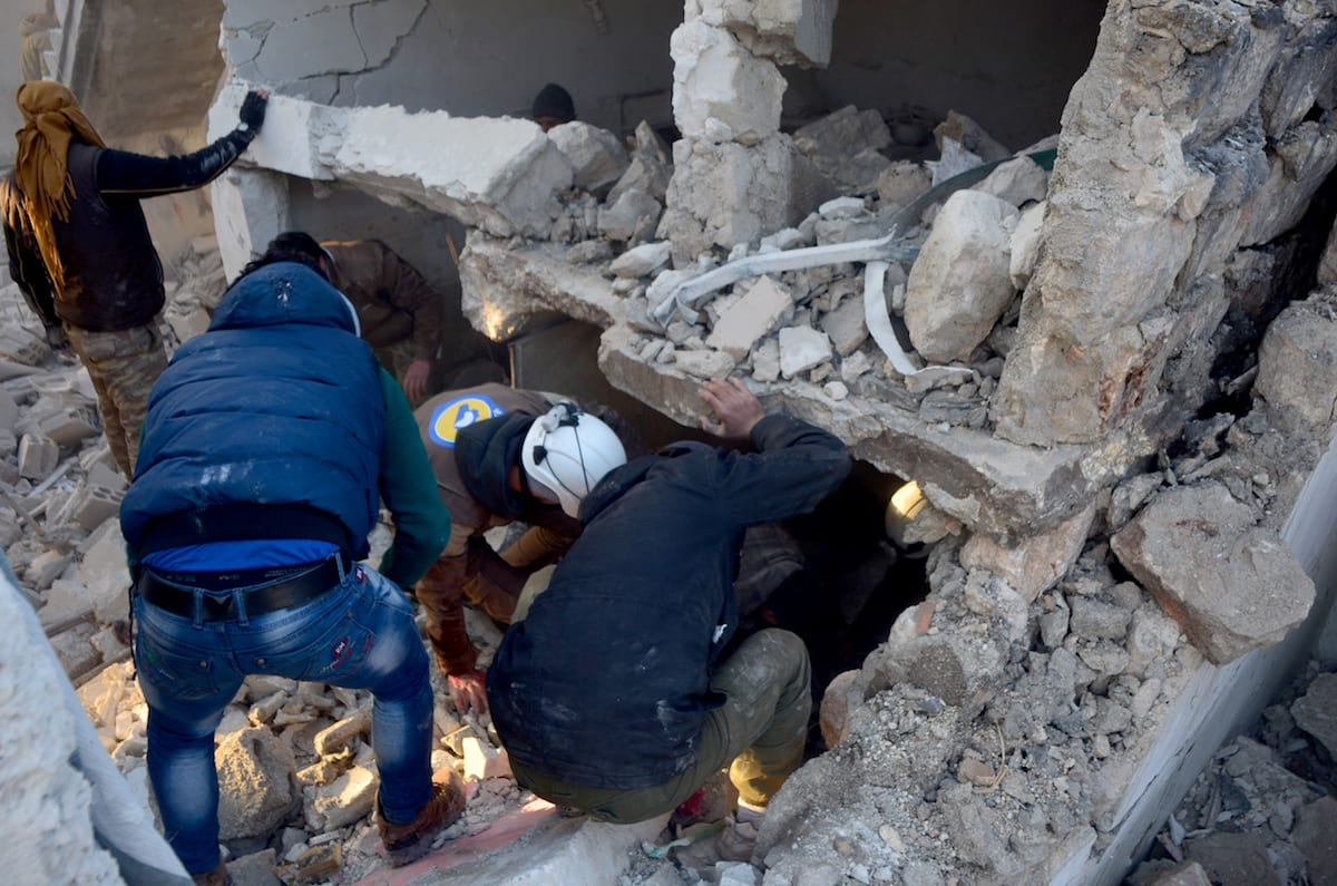 Civilians and search and rescue team members carry out search and rescue works after a warcraft belonging to Syrian army hit Binnish town of Idlib in Syria on 12 January, 2017 [Gaes Sayid/Anadolu Agency]