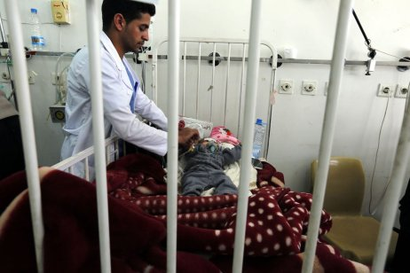 A doctor examines a baby at the Sabaeen hospital in Sanaa, Yemen on January 18, 2017 [ Mohammed Hamoud / Anadolu Agency]