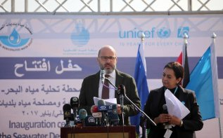 Image of UN Coordinator for Humanitarian Aid and Development Activities, Robert Piper in Gaza on 19 January 2017 [Ashraf Amra /Anadolu Agency]