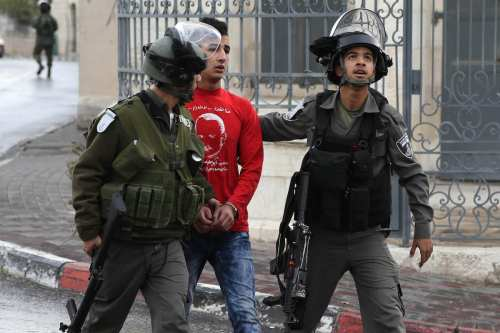 Israeli security forces take into custody a Palestinian protester during a demonstration demanding Israel return the Palestinian bodies killed by Israeli forces, in Bethlehem, West Bank on January 26, 2017 (İssam Rimawi - Anadolu Agency )