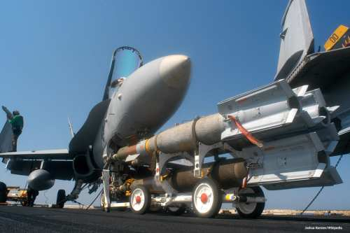 Image of US navy weapons being transported [Joshua Karsten/Wikipedia]