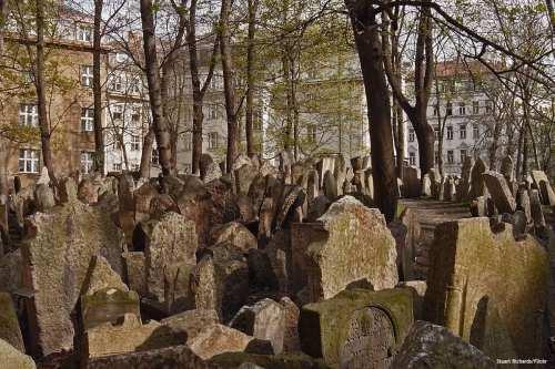 Image of a Jewish Cemetery [Stuart Richards/Flickr]