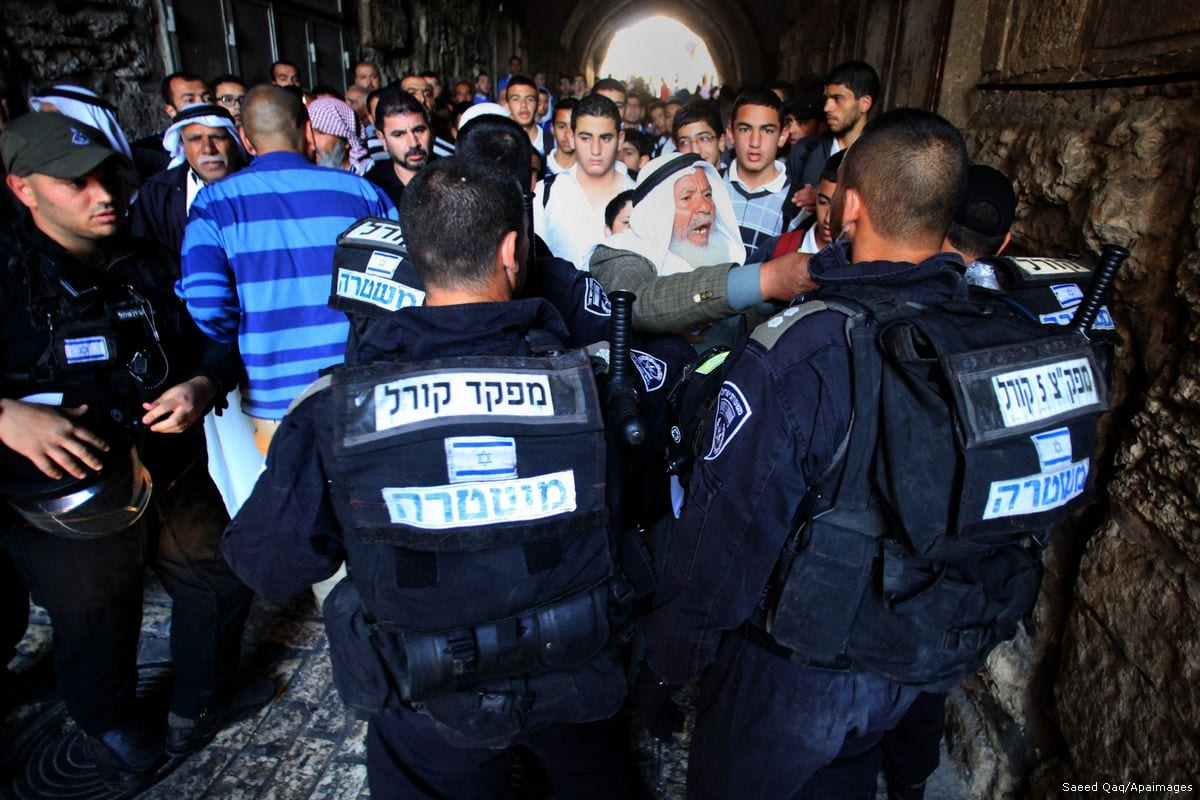 Israeli policemen stand guard as they try to prevent Palestinians from entering the Al-Aqsa mosque compound [Saeed Qaq/Apaimages]