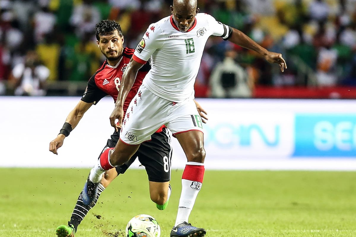 Tarek Hamed (L) of Egypt in action against Charles Kabore (R) of Burkina Faso during the 2017 Africa Cup of Nations semi-final football match between Burkina Faso and Egypt at the Stade de l'Amitie Sino-Gabonaise in Libreville on February 1, 2017 [Fared Kotb - Anadolu Agency]