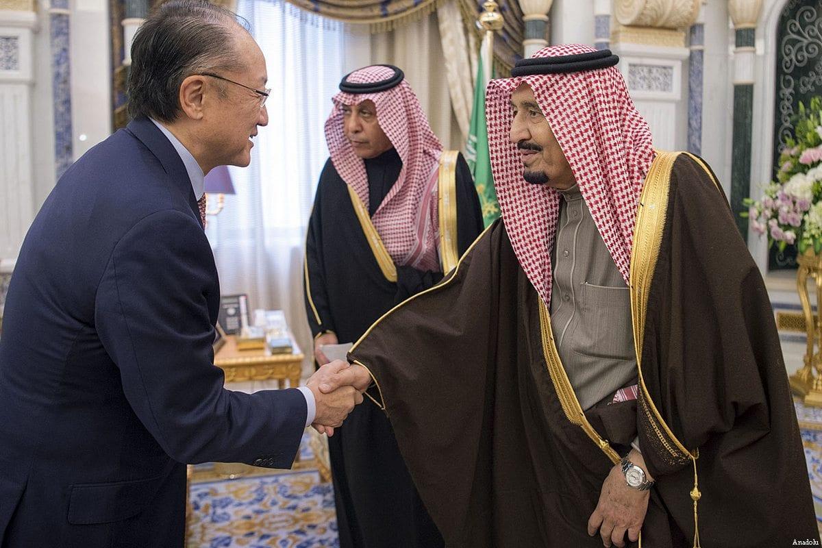 World Bank President Jim Yong Kim (L) meets King of Saudi Arabia Salman bin Abdulaziz Al Saud (R) in Riyadh, Saudi Arabia on February 14, 2017 [Bandar Algaloud / Anadolu Agency]