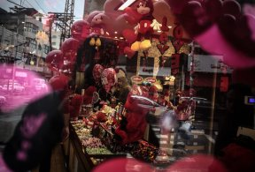 GAZA CITY, GAZA - FEBRUARY 14: A decorated Palestinian souvenir gift shop is seen on Valentine's Day in Gaza City, Gaza on February 14, 2017. ( Ali Jadallah - Anadolu Agency )