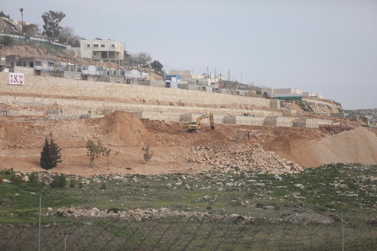 A picture taken on February 22, 2017 from a village of West Bank shows that the expanding construction works continue at Jewish settlement of Shilo [Issam Rimawi / Anadolu Agency]