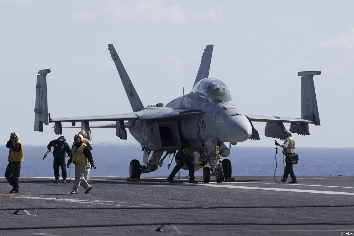 F/A-18 Super Hornet and F/A-18 Hornet warplanes are seen on the flight deck of US aircraft carrier USS George Washington during its mission in the eastern Mediterranean Sea on February 21, 2017 [Murat Kaynak / Anadolu Agency]