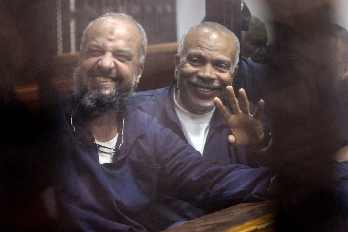 Vice chairman of the Freedom And Justice Party Mohamed Beltagy (L) and Senior political figures of the Muslim Brotherhood Saad El-Katatni (R) are seen during a trial session over the Wadi el-Natrun prison case at Cairo Police Academy in Egypt on 26 February, 2017 [Moustafa El Shemy/Anadolu Agency]
